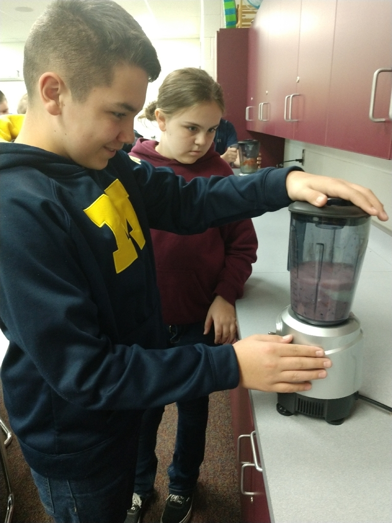 Today we was our last cooking challenge with the MSU extenstion in 7th grade health. The students competed a healthy smoothie recipe competition.