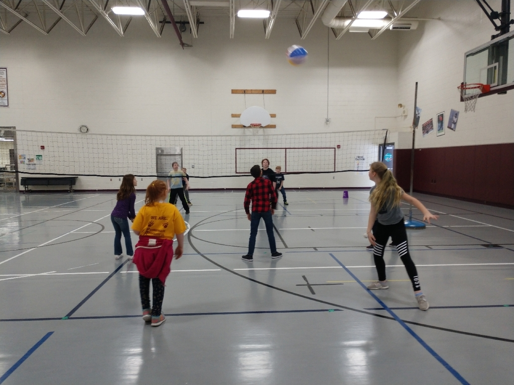 4th and 5th grade did a great job learning how to score and rotate properly in volleyball.