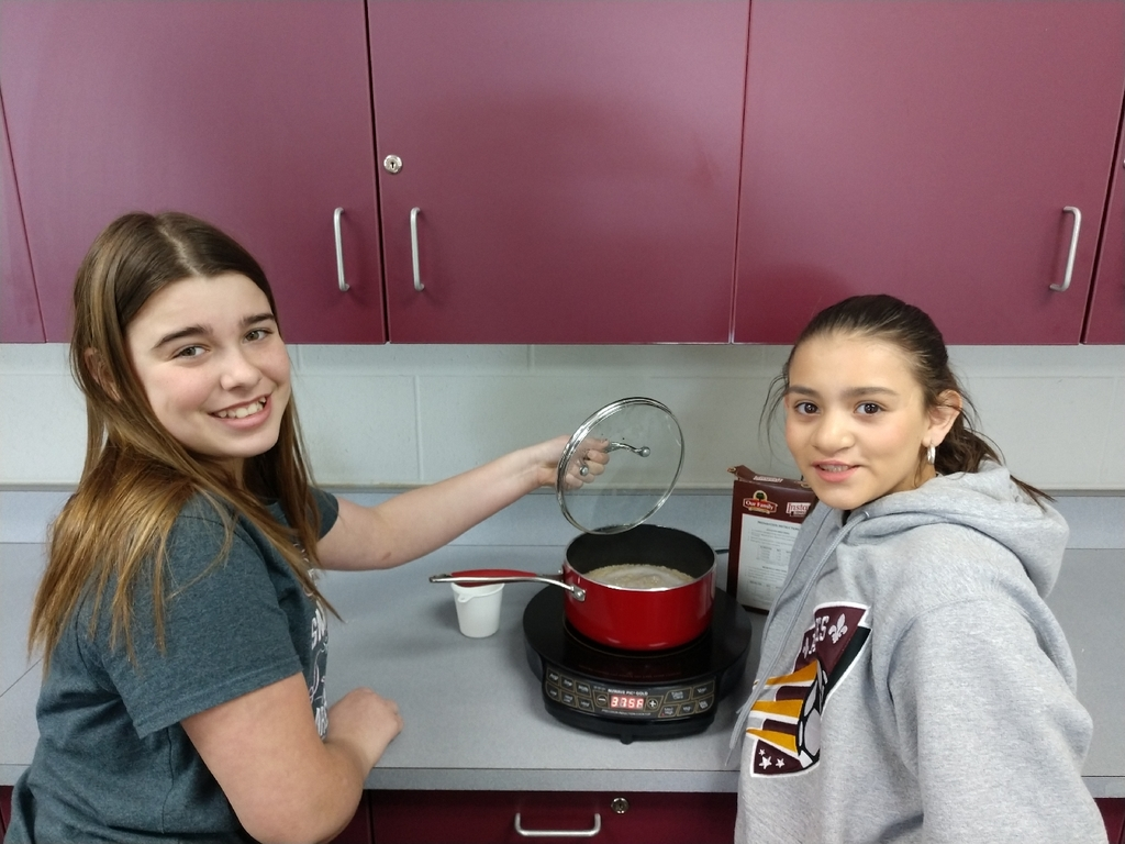 What's cooking in Mrs. Stanley'sWhat's cooking in Mrs. Stanley's class...veggie stir fry! MSU extension came in today and talked about serving sizes and reading labels.