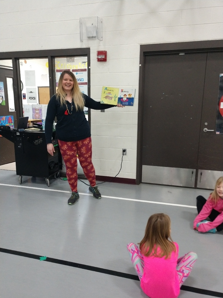 K-2nd graders had a guest reader in PE today!! Students learned that they can MOVE to a story! Thank you to Mrs. Wilk, we loved learning about stretching, locomotor movements, and breathing all while reading!#marchisreadingmonth