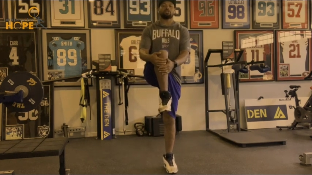 Check out this opportunity to workout with Buffalo Bills linebacker Lorenzo Alexander. #bills #nfl #wolverineslead https://youtu.be/s5np-SNuquQ